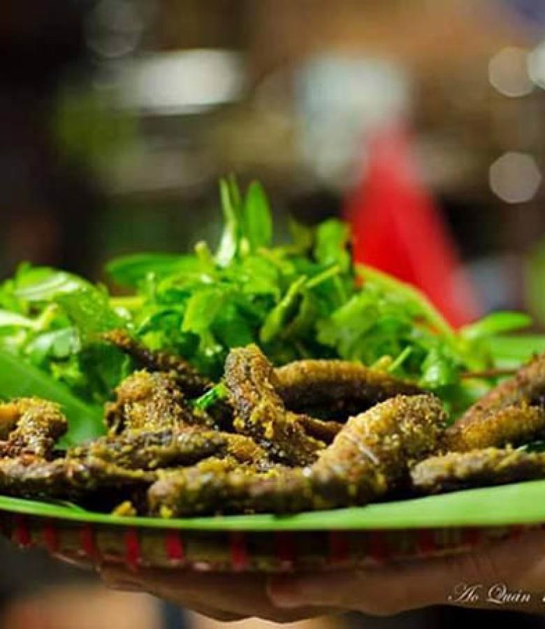 Ao Quán nổi tiếng với các món đặc sản dân tộc vùng Bắc Bộ.