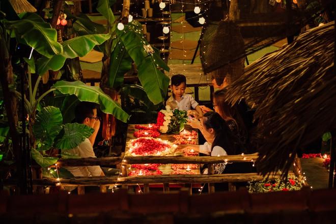 Ao Quán còn có không gian ngoài trời rất lý tưởng để tổ chức liên hoan, sinh nhật