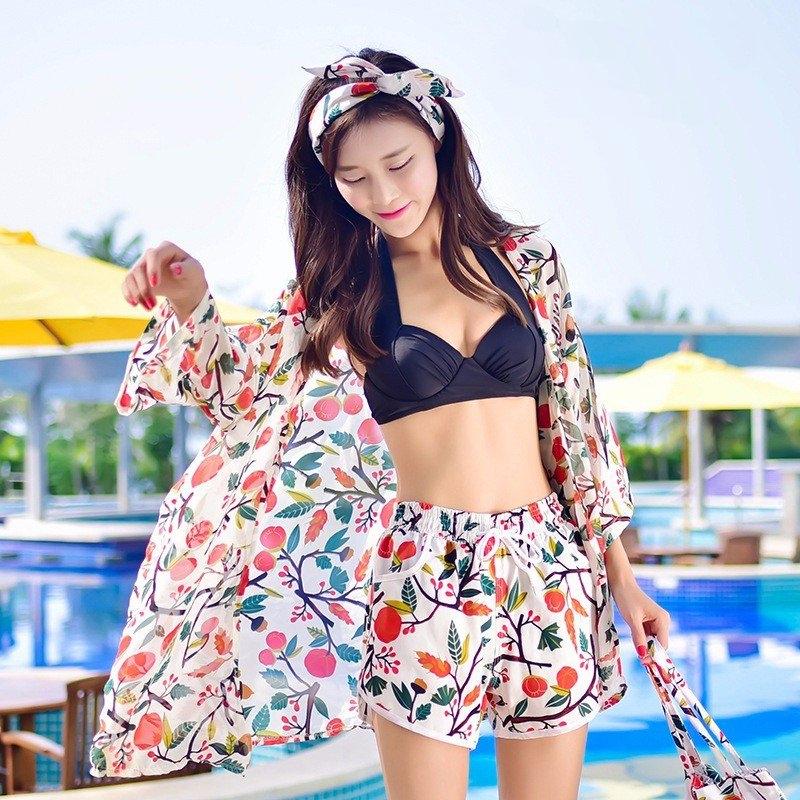 Áo tắm kết hợp với váy hoặc quần là một trong những bộ đồ bơi nữ kín đáo mà đẹp