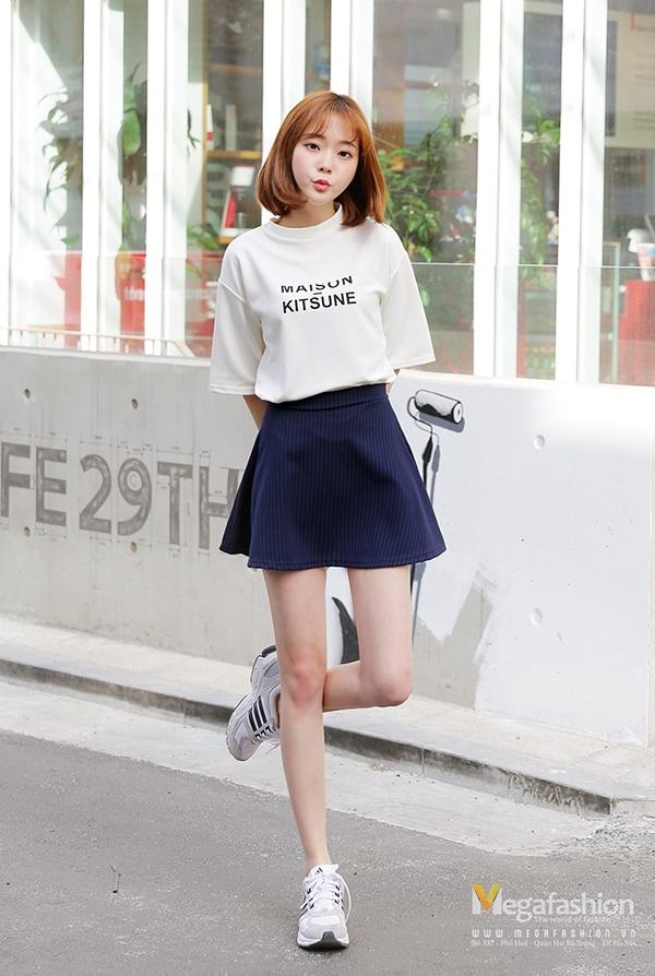 Chiếc váy ngắn vừa dễ thương vừa khéo léo khoe đôi chân thon gầy đấy nhé!