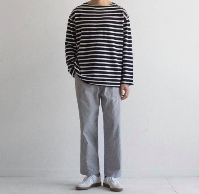Áo thun và quần ống rộng