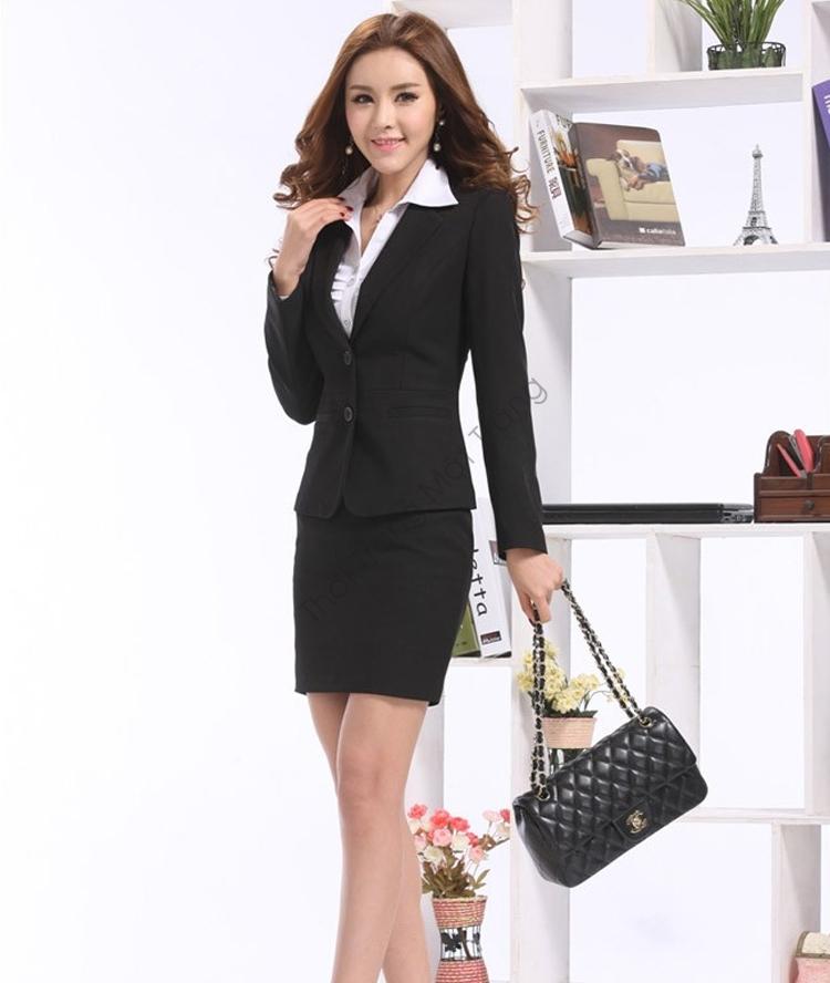 Áo vest nữ kết hợp với chân váy mang tới những bộ trang phục hoàn hảo cho nàng công sở