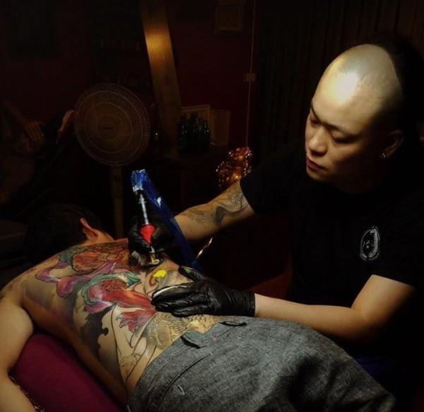 Một tác phẩm sắp được hoàn thiện tại Aoki Tattoo Studio