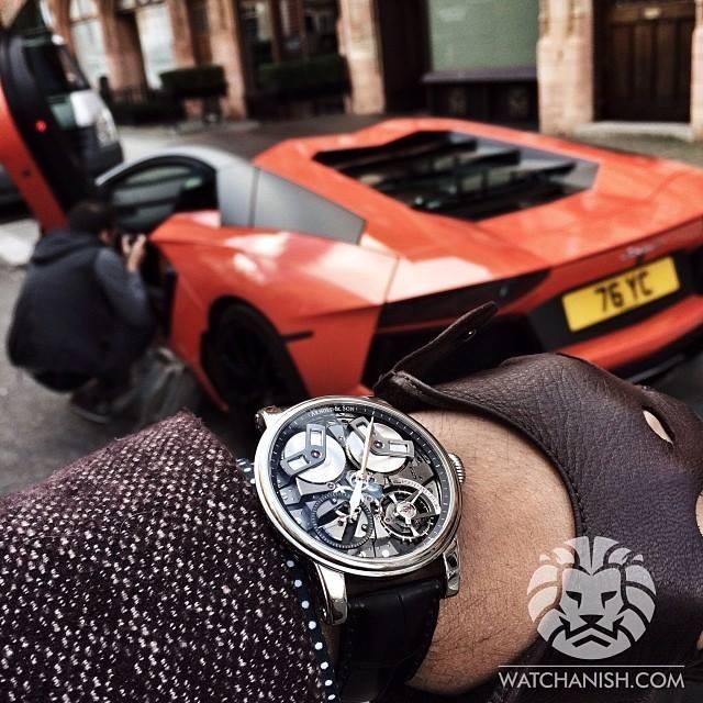 Lịch lãm, quyền lực bên cạnh siêu xe. Arnold & Son TB88 có giá khoảng 500 triệu/chiếc.