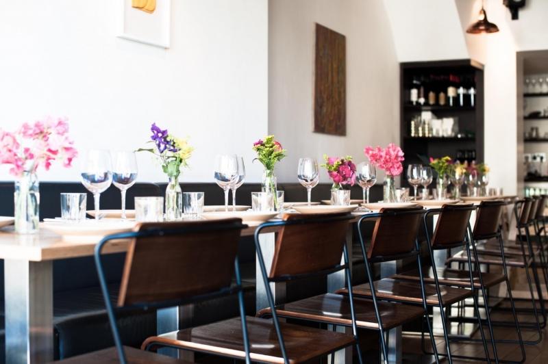 Không gian nhà hàng Artusi được trang trí đơn giản và thanh lịch