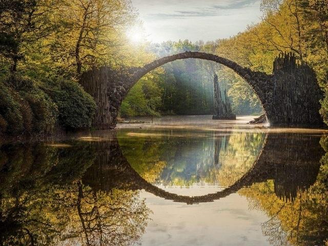 Cầu đá Rakotzbrücke  của Đức
