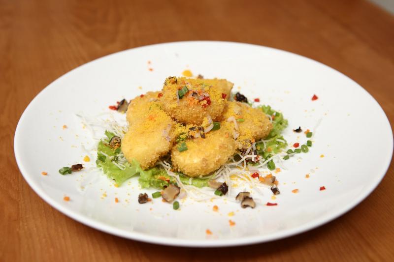 Kim Sa- món ăn được chế biến từ đậu hũ và trứng muối