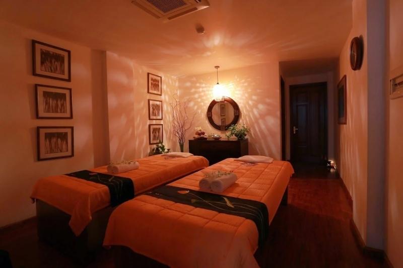 Authentic Spa còn giúp khách hàng tận hưởng những liệu pháp massage thư giãn theo phong cách Thái phối hợp Thụy Điển