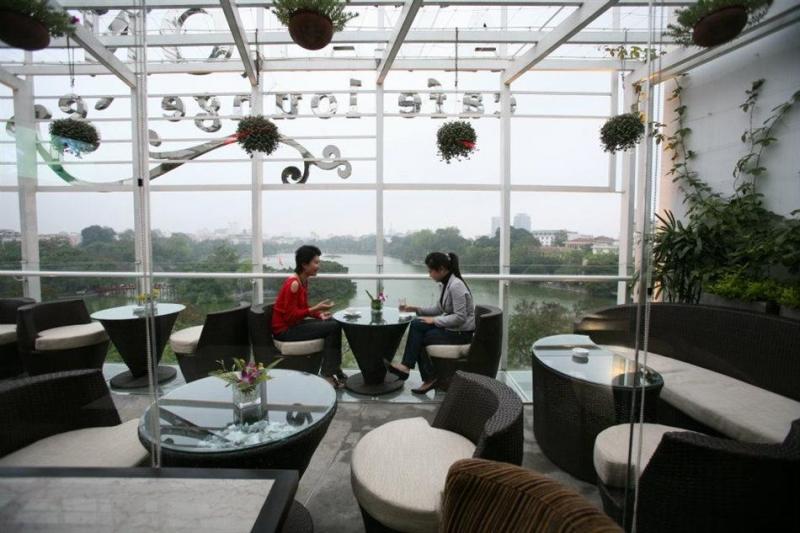 Không gian bên trong quán Avalon Cafe Lounge