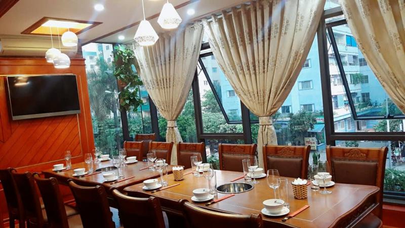 Không gian rộng rãi và hào nhoáng, nhà hàng Ba ba Sơn Đông sẽ giúp bữa tiệc tất niên thêm sang trọng