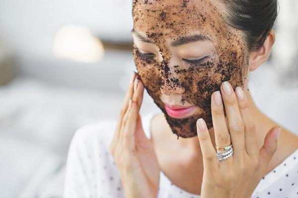 Tẩy da chết cho mặt tại nhà bằng bã cà phê