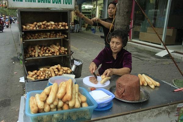 Bà Già - Bánh Mì Cay Chính Hiệu, địa chỉ mua bánh mì cay ngon nhất Hải Phòng