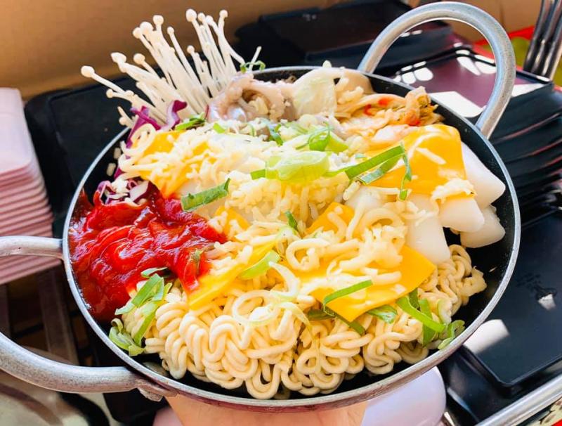 Thêm một địa chỉ ăn lẩu nữa ở Nha Trang đó là Bà Hạnh Food