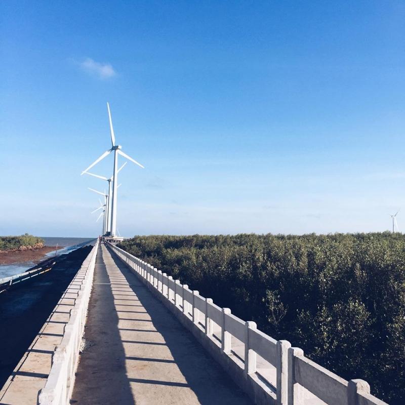 Đường đi ra nhà máy điện gió