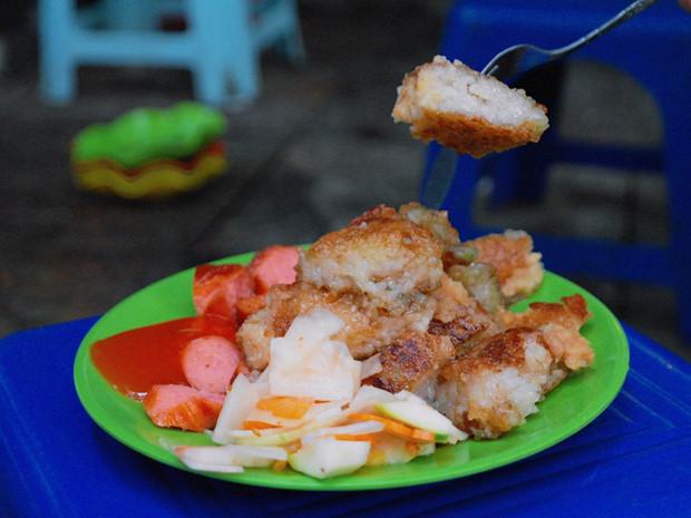 Bác Nga - Bánh chưng rán & mì trứng xúc xích
