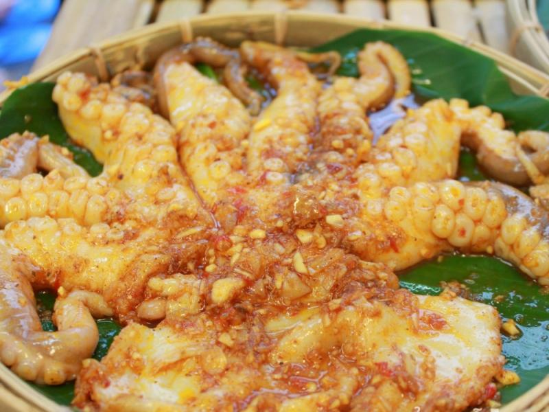 Bạch tuộc ướp gia vị tại Bạch Tuộc Nướng Thương