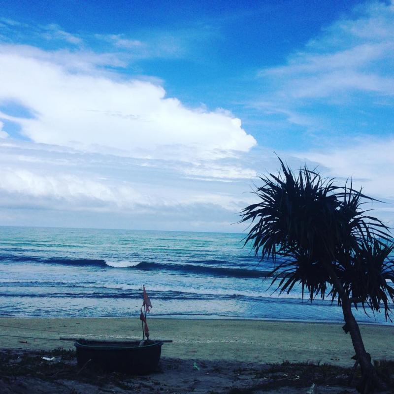 Bãi biển An Bàng vào sáng  sớm