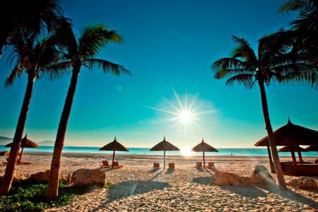 Bãi biển Bãi Cháy (Quảng Ninh)