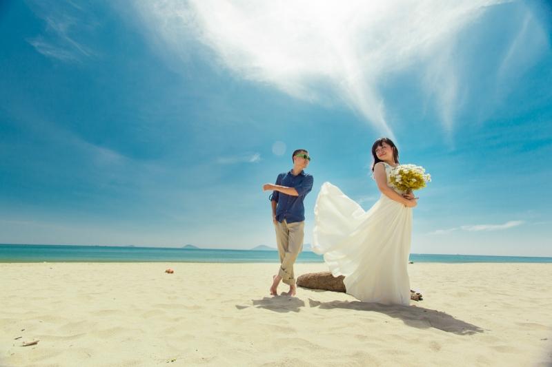 Chụp ảnh cưới ở biển luôn được các cặp đôi rất yêu thích