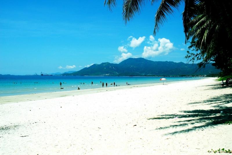 Top 10 Bãi biển đẹp nhất Nha Trang bạn không thể bỏ qua