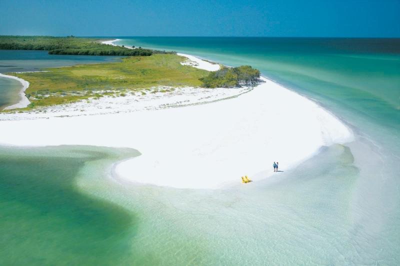 Top 10 Bãi biển đẹp nhưng nguy hiểm nhất thế giới