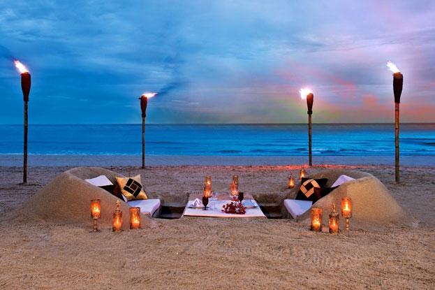 Bữa tiệc đêm lãng mạn trên cát