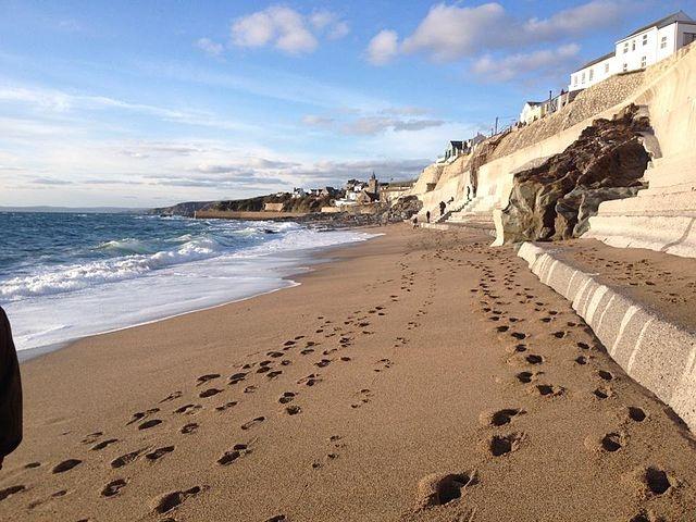 Bãi biển đột nhiên rộng ra qua một đêm