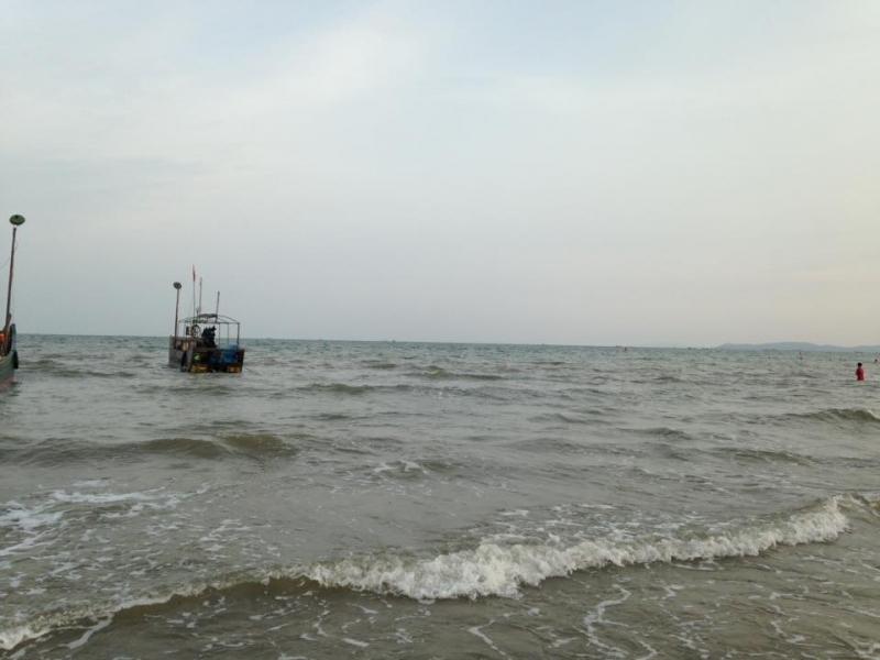 Biển Trà Cổ sóng vỗ khi hoàng hôn