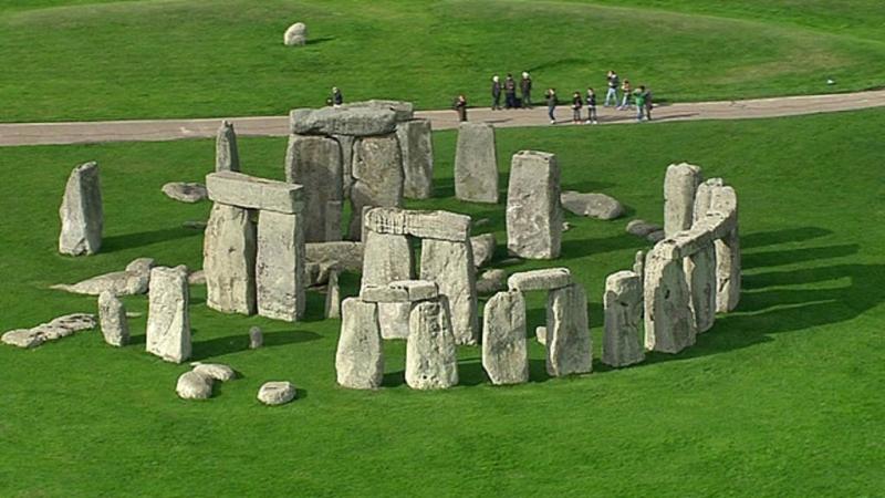Bãi đá cổ Stonehenge thu hút sự quan tâm nhiều khách du lịch