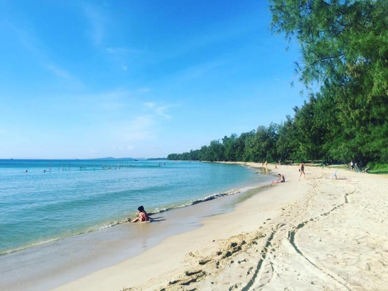 Biển xanh cát trắng và nắng vàng
