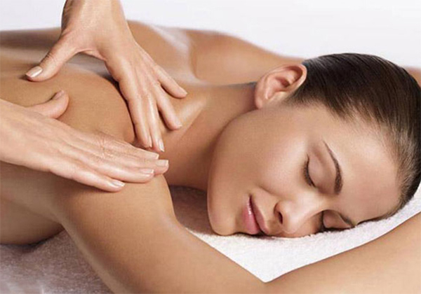 Massage lưng giúp giải tỏa căng thẳng
