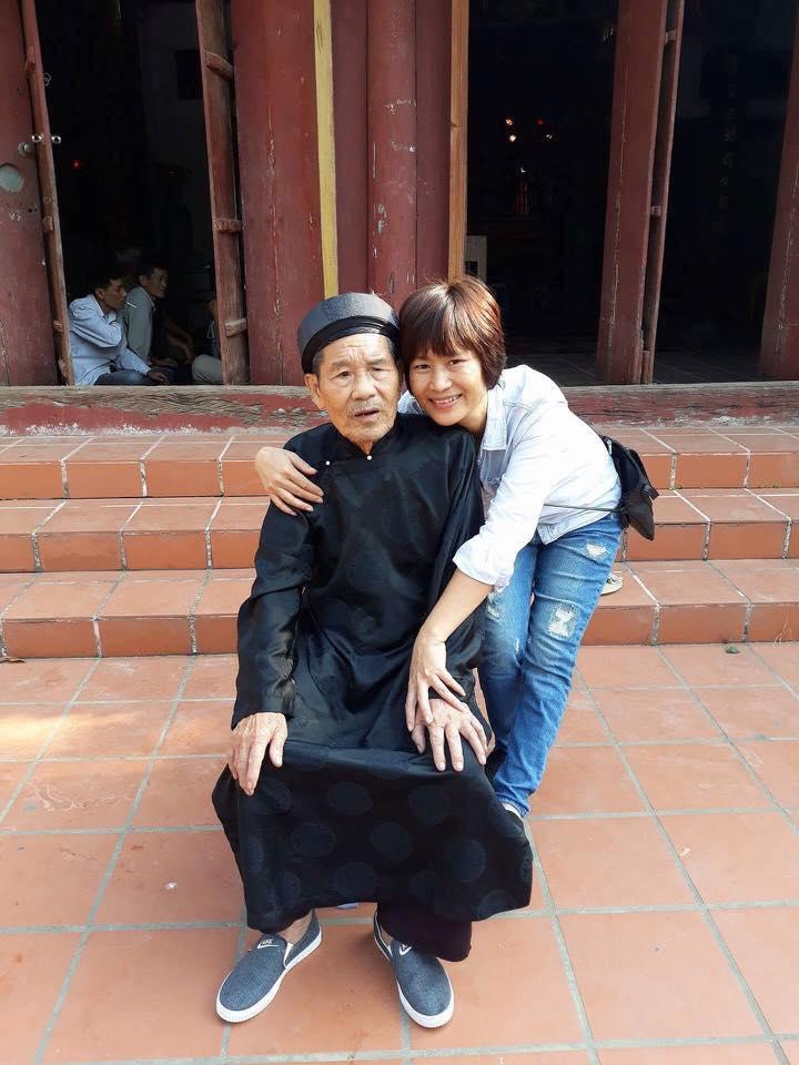 Ảnh tác giả Đỗ Hương cùng Cha