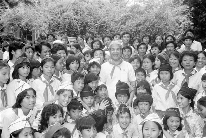 Chủ tịch Hội đồng Bộ trưởng Đỗ Mười gặp gỡ thiếu nhi Hà Nội và Thái Bình nhân dịp các cháu vào viếng lăng Bác và thăm Bảo tàng Hồ Chí Minh, ngày 19/5/1990