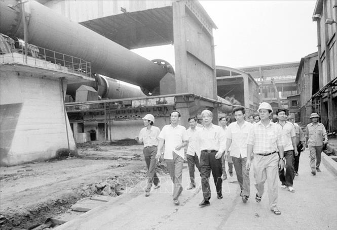 Chủ tịch Hội đồng Bộ trưởng Đỗ Mười thăm nhà máy xi măng Hải Phòng, ngày 25/3/1991