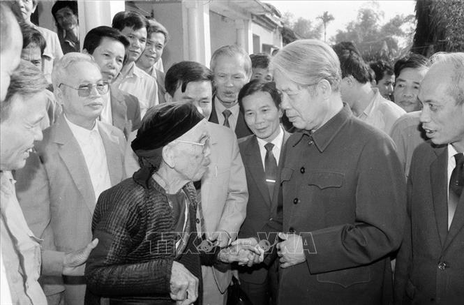Tổng bí thư Đỗ Mười nói chuyện thân mật với nhân dân xã Lê Lợi, huyện Thường Tín (Hà Tây cũ), ngày 1/11/1992