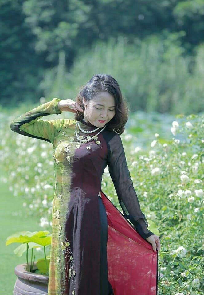 Ảnh chân dung nhà thơ Trần Diệu Hương