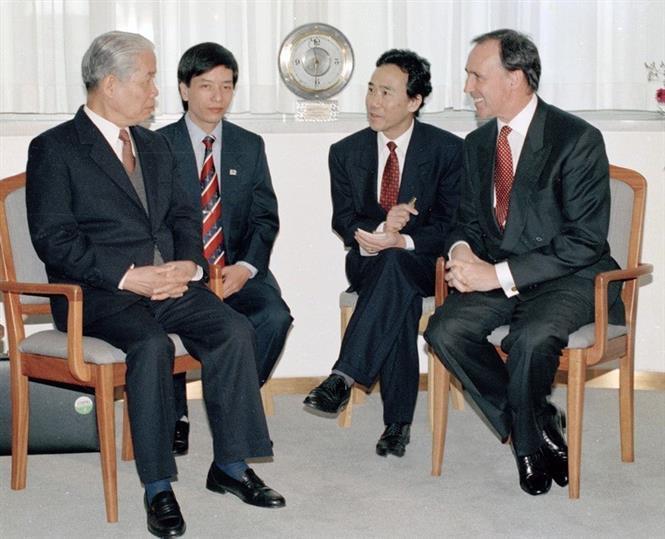 Tổng bí thư Đỗ Mười hội đàm với Thủ tướng Australia Paul Keating tại Văn phòng Thủ tướng (tháng 7/1995)