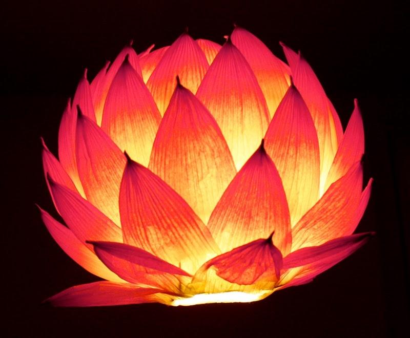 Bài thuyết trình về chiếc đèn trung thu hình hoa sen