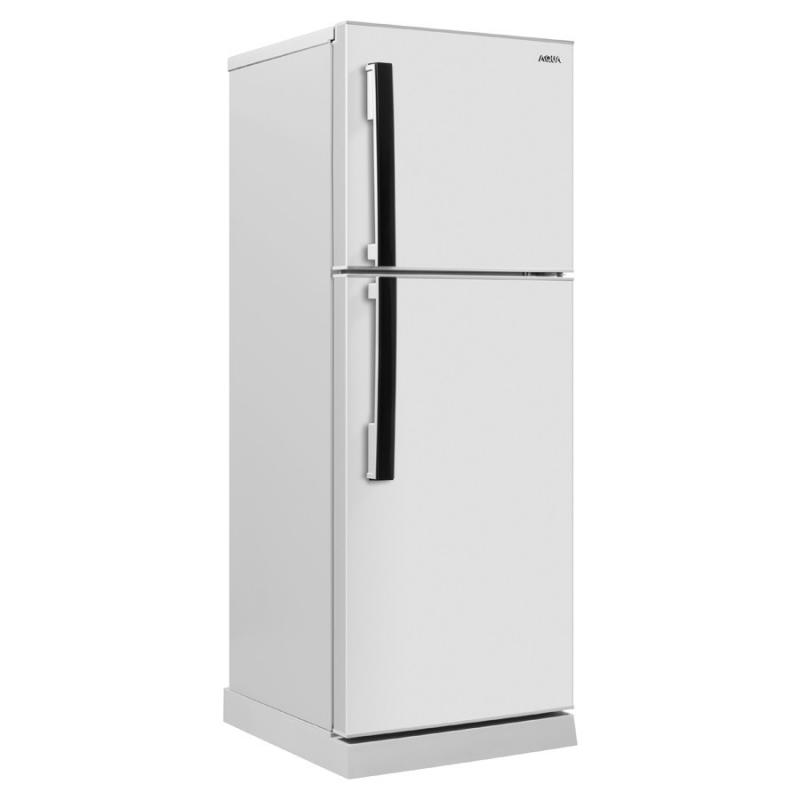 Tủ lạnh có hai ngăn, một ngăn lớn dùng để làm mát và ngăn nhỏ hơn bên trên dùng để đông lạnh.