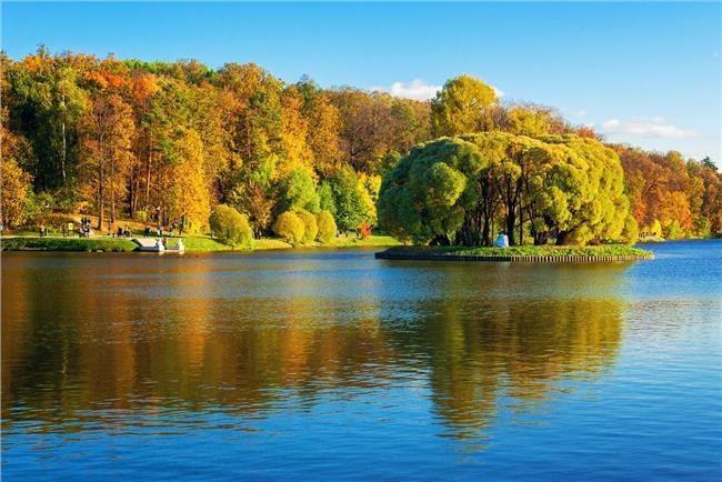 Mặt hồ mùa thu