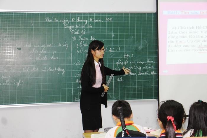 Tất các các thầy cô giáo dạy chúng em, ai cũng dùng đến chiếc bảng đen và cây phấn trắng.