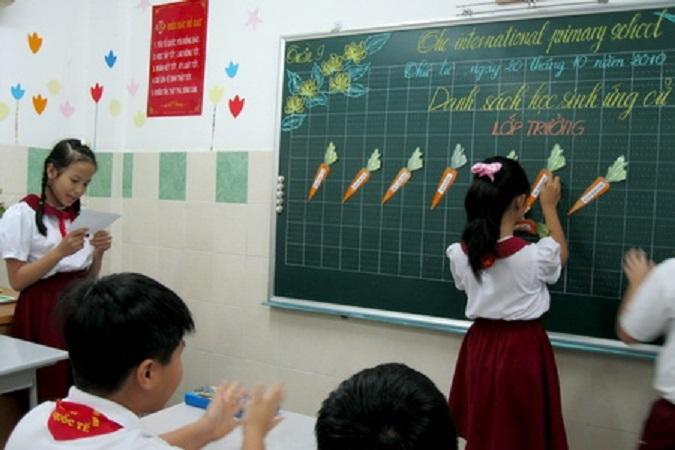 Bảng là người bạn thân thiết và không thể thiếu trong lớp học của chúng em.