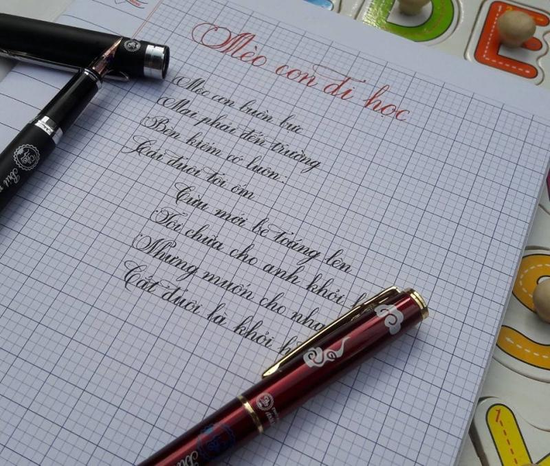 ừ ngày dùng bút máy, chữ viết của em có nét thanh nét đậm, mỗi ngày một đẹp.