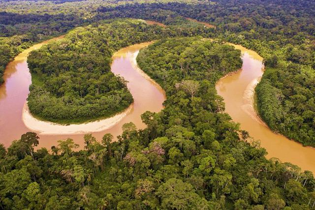 Dòng sông hài hòa uốn lượn
