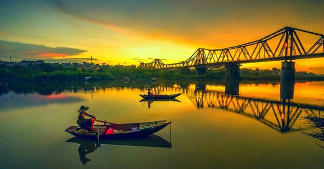 Dòng sông Hồng thơ mộng