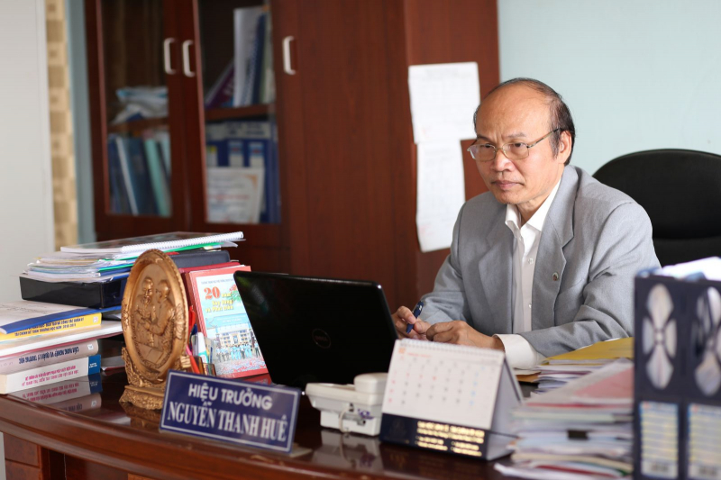 Thầy Lâm là một người giáo viên mà tôi luôn kính trọng và yêu quý
