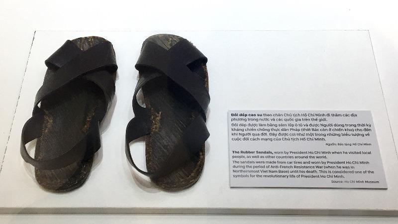 Top 6 Dàn ý thuyết minh về đôi dép lốp thời kháng chiến - lớp 8 hay nhất
