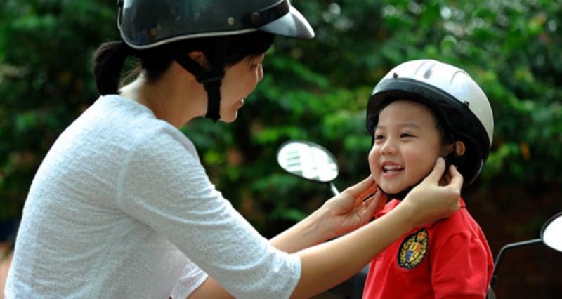 Luôn đội mũ bảo hiểm khi tham gia giao thông