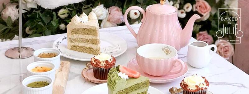 Nằm trên con phố Hàng Bông, Baked By Julie nổi bần bật với tone màu hồng ngọt ngào, dễ thương