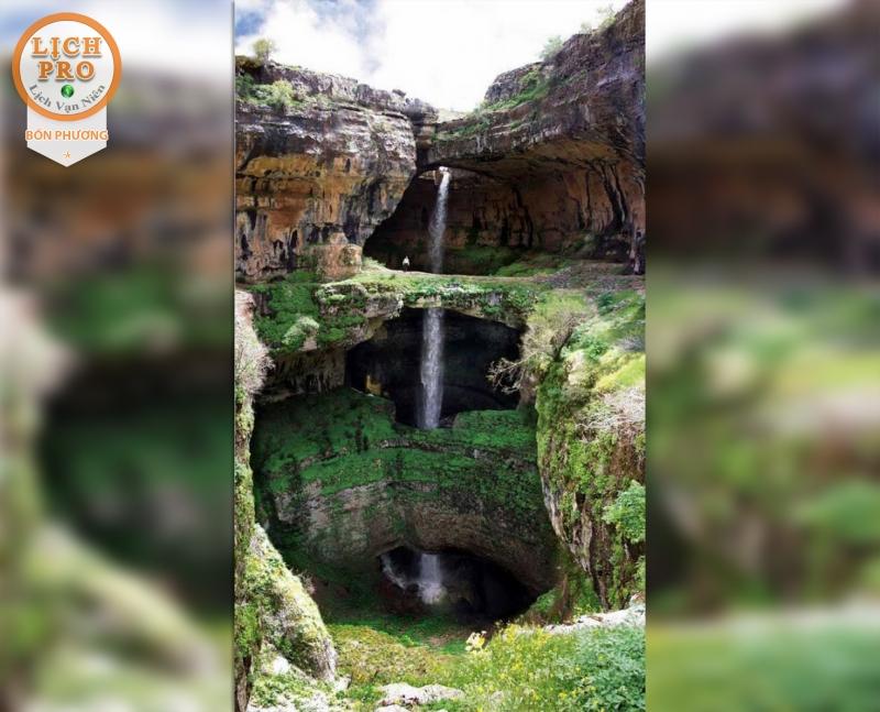 Nét thu hút ở đây chính là thác nước hùng vĩ chảy qua nhiều tầng đá